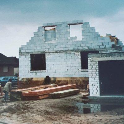 Russlanddeutsche beim Hausbau (Foto: Privat)